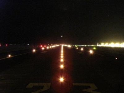 Runway 23 Left, Auckland Airport viewed from the runway centreline. Credit TAIC